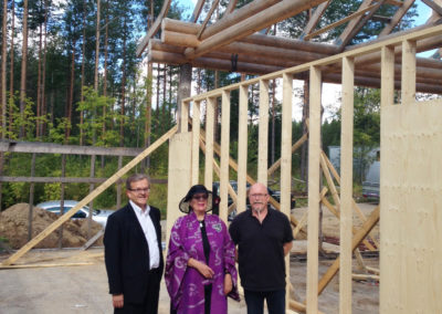 Kaupungin johtaja Tapio turunen vieraili 2015. Kaupunki teki hienon kivilahjoituksen